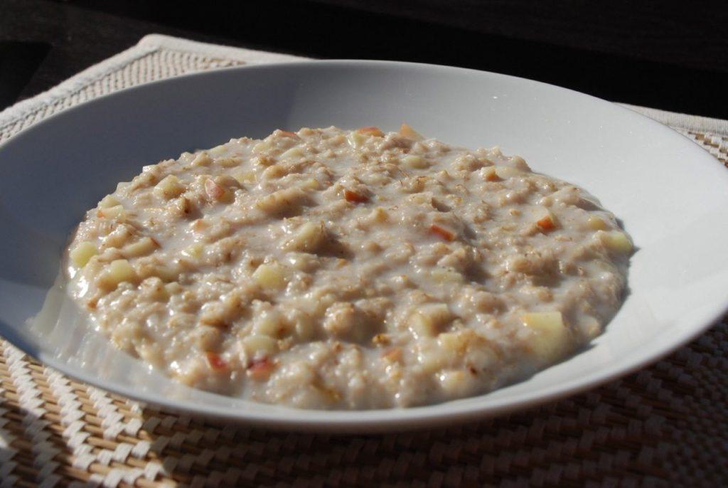 Havregrød: En god portion havregrød er den bedste start på dagen. Du føler dig mæt og glad længe - og så er det oven i købet sundt. I hvert fald hvis du holder lidt igen med sukkeret.
