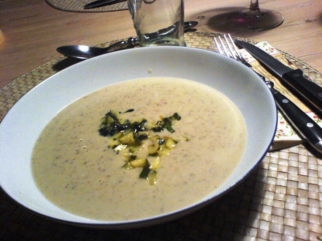 Jordskoksuppe: En meget lækker suppe lavet af sprøde jordskokker, og du kan både bruge den som forret og hovedret.