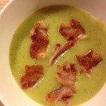 Kartoffelsuppe med porre og squash er en nem suppem der smager helt fantastisk. Foto: Guffeliguf.dk.