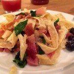 Morgenmad: En lidt anderledes, let og sjovere morgenmad - vi kunne også kalde det morgenmadspasta, bare uden pasta. Opskriften er til én person.