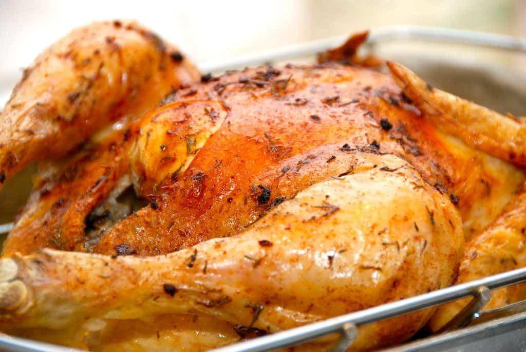 Sådan laver du stegt kylling i ovn – med stegetid