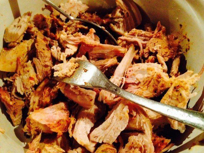 Sådan laver du den bedste pulled pork. Hemmeligheden er denne nemme rub med salt og brun farin. Foto: Guffeliguf.dk.