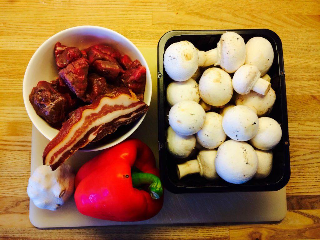 Dejlig opskrift på gryde med kalvemørbrad og bacon. Foto: Guffeliguf.dk.