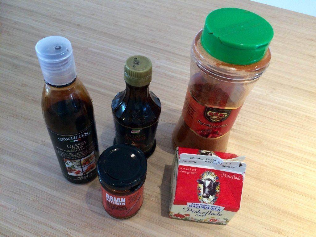 Her er nogle af ingredienserne til djævlesovsen. Foto: Madensverden.dk.