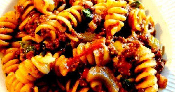 billede med kødsovs og pasta