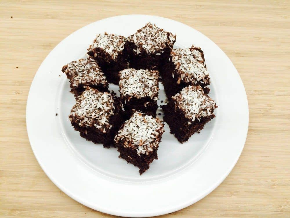 Den bedste chokoladekage med kokos og kakaoglasur. Foto: Guffeliguf.dk.