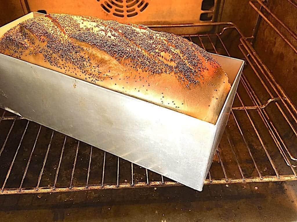 billede med franskbrød i ovn