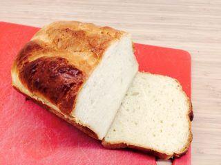 En dejlig opskrift på franskbrød, der er bagt med sødmælk. Foto: Madensverden.dk.