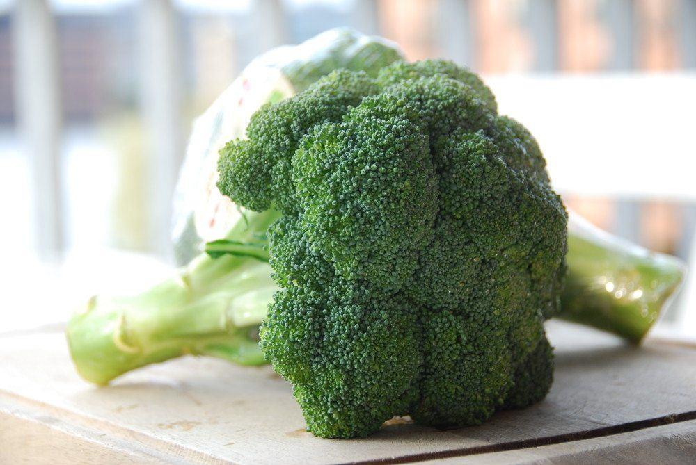 Broccoli er en af de sundeste grøntsager vi har, men det er ikke ligegyldigt hvordan du koger den. Her er den perfekte kogetid på broccoli. Foto: Guffeliguf.dk.