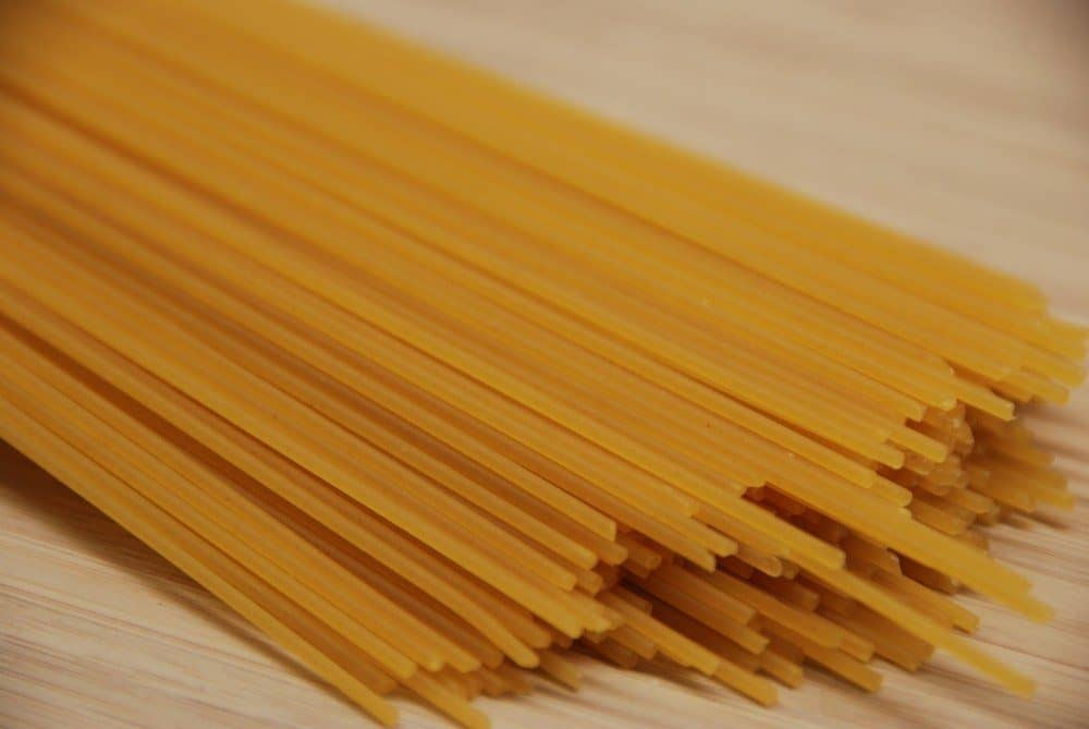 Spaghetti alla carbonara er en klassisk pastaret fra Italien, der laves med æg og fløde. Den er nem at lave på en travl hverdag. Foto: Guffeliguf.dk.