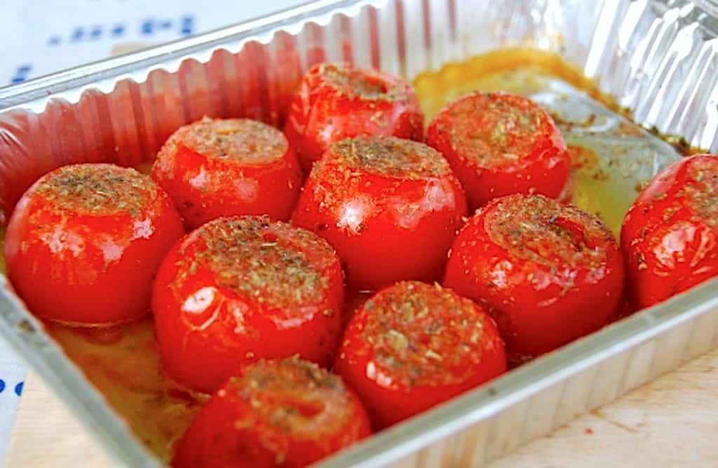 Grillede tomater i kuglegrill - med olie og oregano