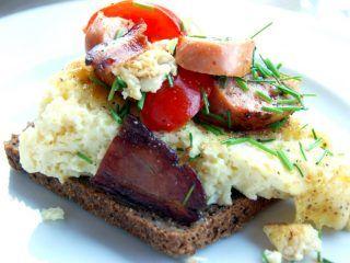Luftig æggekage når den er mest luftig. Denne æggekage er lavet med bagepulver og kartoffelmel. Foto: Madensverdenf.dk.
