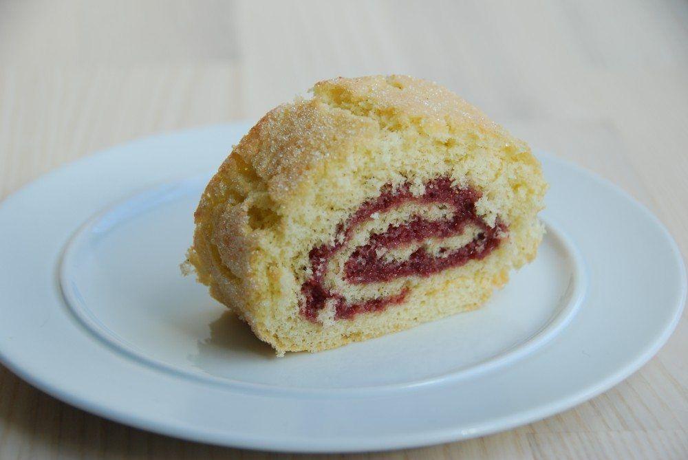 Hurtig roulade når du straks skal have en kage færdig i en fart. Denne roulade kan du bage på et kvarter med få ingredienser, inklusiv forberedelse. Foto: Guffeliguf.dk.