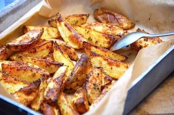 Nem opskrift på ovnstegte kartofler med paprika