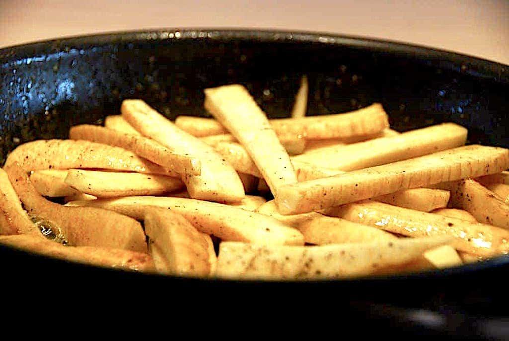 Stegte og cremede pastinakker i ovn - nemt tilbehør