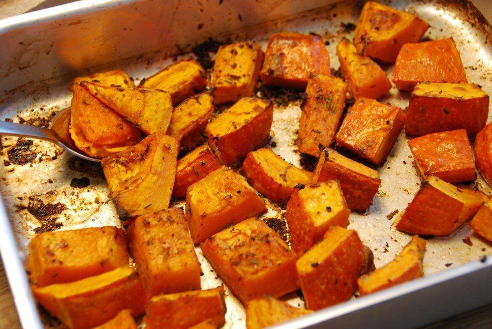 Hokkaido græskar er både smukt og velsmagende tilbehør til mange kødretter. Hokkaido er sunde, og er de meget nemme at bage i ovnen med friske krydderurter. Foto: Guffeliguf.dk.