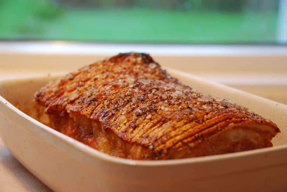 Ribbensteg er dejlig mad til både frokost og aftensmad. Her er opskriften på den perfekte ribbensteg i ovn, men du skan også lave den i din grill. Foto: Guffeliguf.dk.