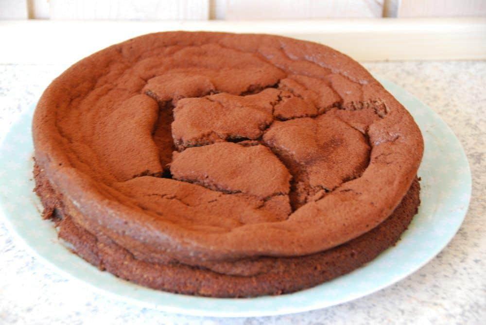 Gateau Marcel er kongen af chokoladekage! Sådan er det - og her er opskriften på den perfekte Gateau Marcel, der faktisk ikke er svær at lave. Foto: Madensverden.dk.