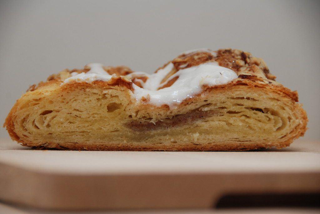 Wienerbrød skal bages i cirka 35 mnutter ved 180 grader varmluft. I hvert fald når det er sådan en wienerstang. Foto: Guffeliguf.dk.