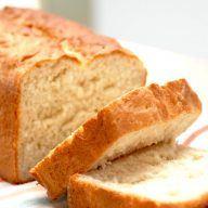 Gammeldags franskbrød er et klassisk franskbrød i form, også kaldet formfranskbrød. Bagt med mælk og smør, penslet med vand, der giver brødet en god skorpe. Foto: Madensverden.dk.