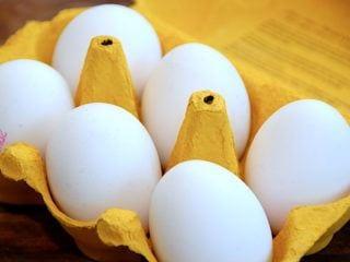 Kogetider for blødkogte, smilende og hårdkogte æg: Hvor lang tid skal man koge et æg, før det er blødkogt eller hårdkogt? Her får du de rigtige tider, så dine æg altid bliver perfekte. Foto: Holger Rørby Madsen, Madensverden.dk.