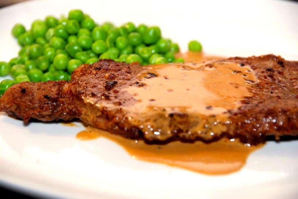 Opskrift på steak sovs med fløde og sennep