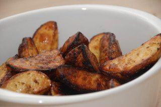 Ovnbagte kartofler med balsamico er fantastisk tilbehør til bøffer og andet godt kød. Foto: Guffeliguf.dk.