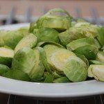 Rosenkål er ikke en populær spise hos alle, men prøv lige denne nemme tilberedning med citronsaft og olivenolie, hvor rosenkålene steges kort tid på panden. Foto: Guffeliguf.dk.