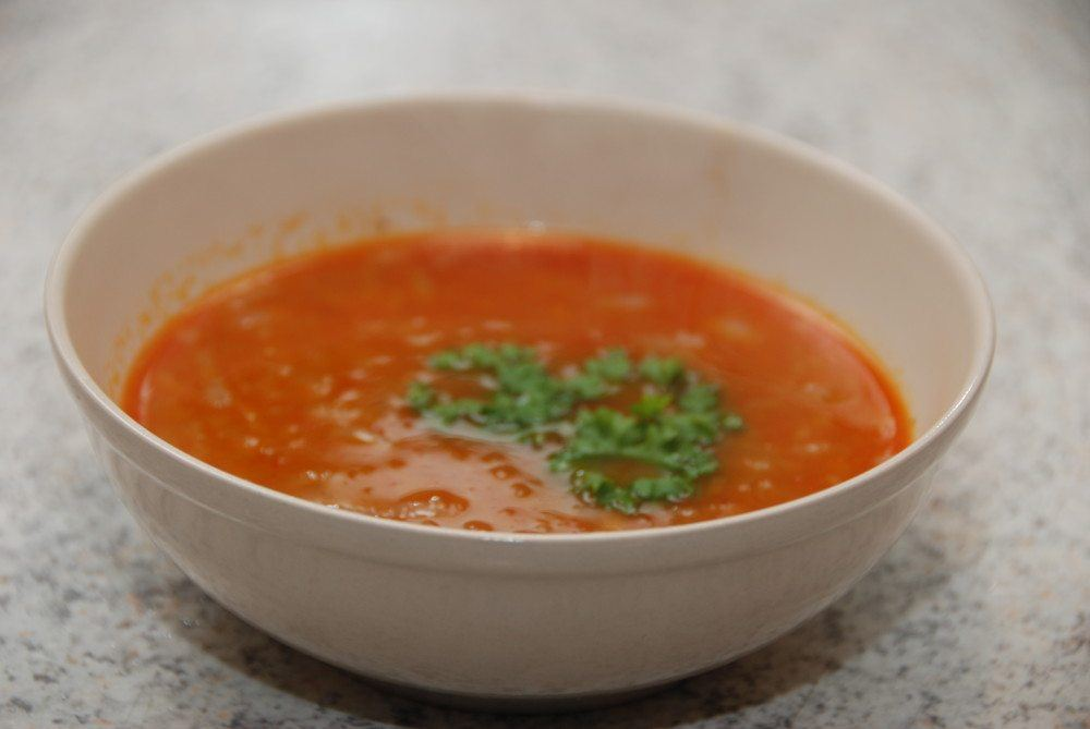 Løgsuppe kommer oprindeligt fra Frankrig, og der findes mange måder at lave den på. Her er den lavet med chili. Foto: Guffeliguf.dk.