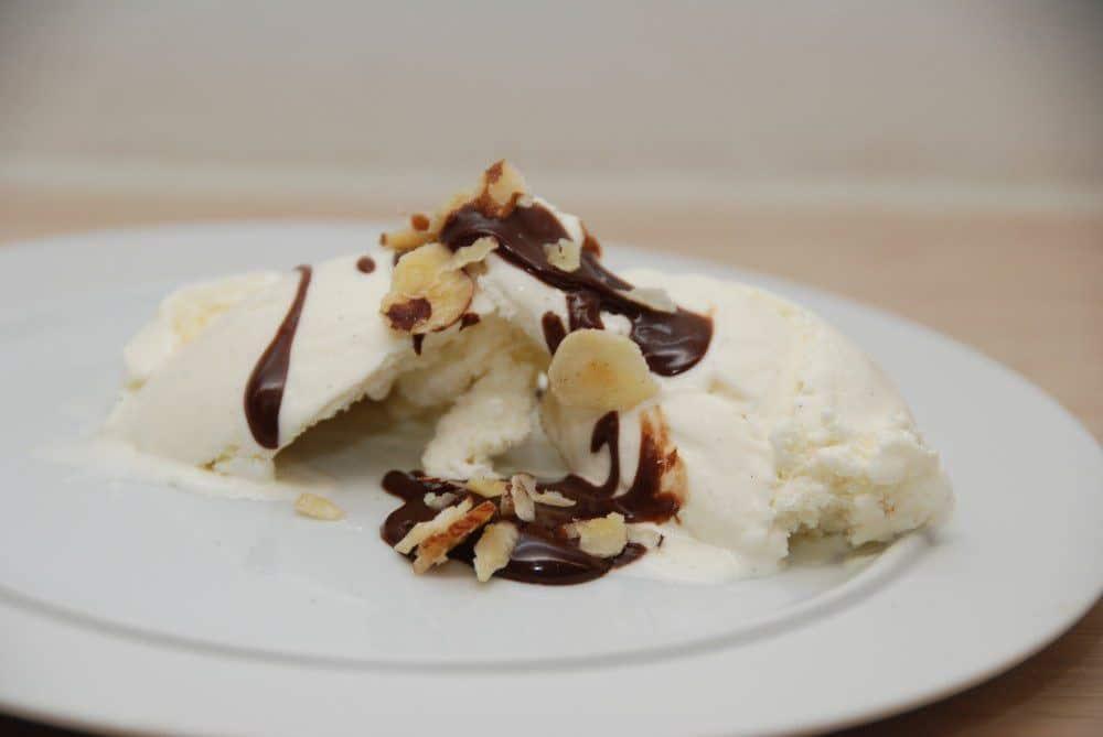 Chokoladesovs er næsten lige så nemt at lave selv som at slæbe en flaske med hjem fra supermarkedet. Her har jeg lavet den med en kakaoprocent på 47. Foto: Guffeliguf.dk.