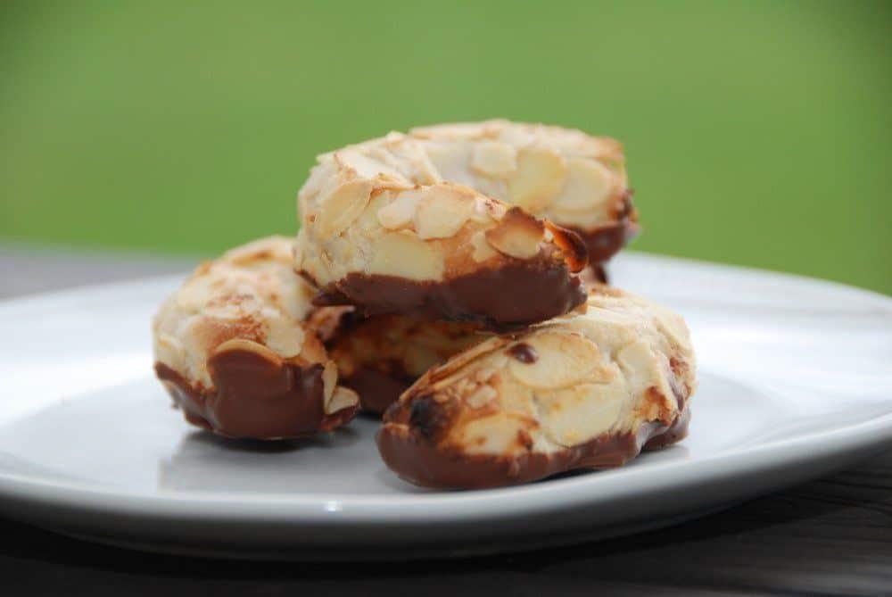 Kransekagemasse kan bruges til en række forskellige kager. Først og fremmest selvfølgelig kransekage, men også mandelhorn og konfektkager. Foto: Guffeliguf.dk.
