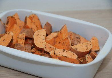 Lækkert tilbehør: Søde kartofler bagt med timian og olivenolie
