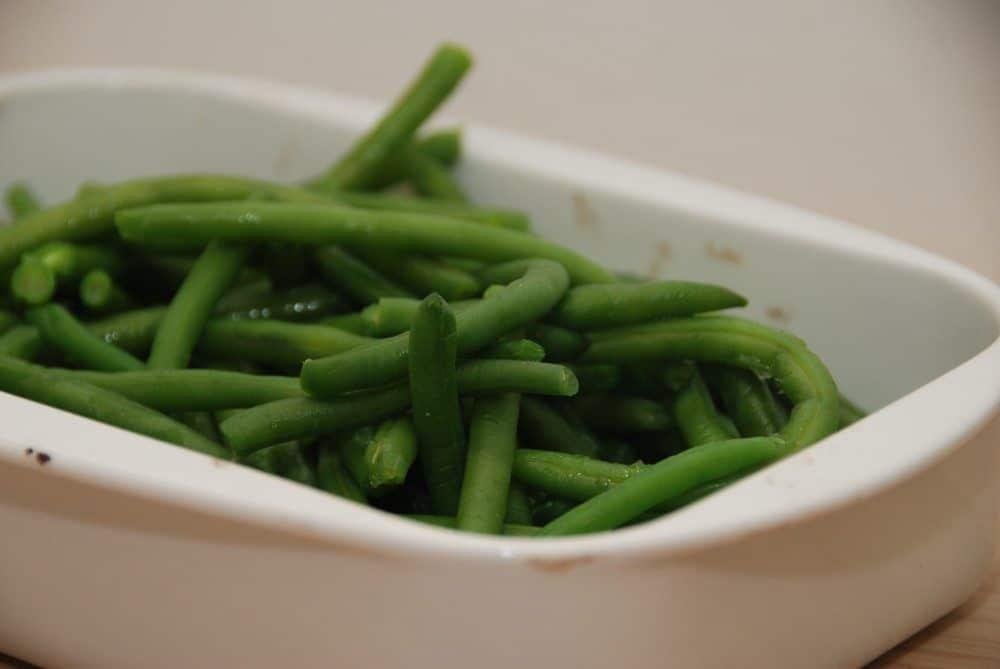 Grønne bønner er både lækre og sunde, og skal blot koges få minutter. Kog ikke grønne bønner for længe, for så mister de sprødheden og bliver kedelige. Foto: Guffeliguf.dk.