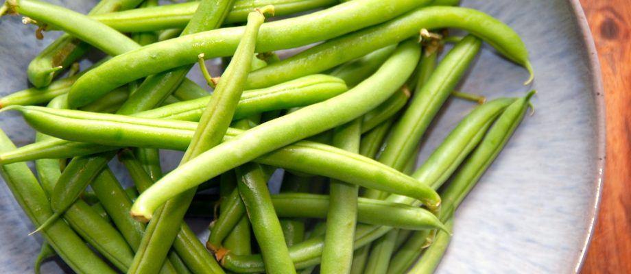 Grønne bønner er både lækre og sunde, og skal blot koges få minutter. Kog ikke grønne bønner for længe, for så mister de sprødheden og bliver kedelige. Foto: Madensverden.dk.