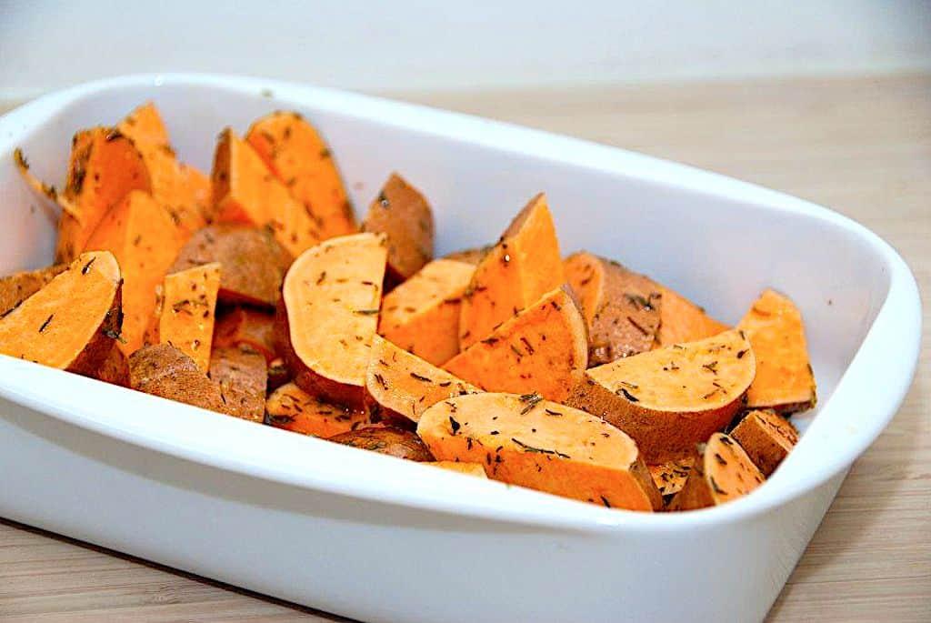 Ovnbagte søde kartofler med timian og olivenolie