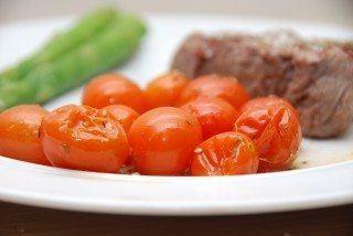 Bagte cherrytomater i ovn – så længe skal de bages