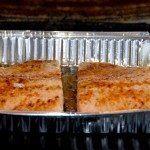 Grillet laks er hurtig aftensmad, da laksen blot skal have 15 minutter i grillen. Foto: Guffeliguf.dk.