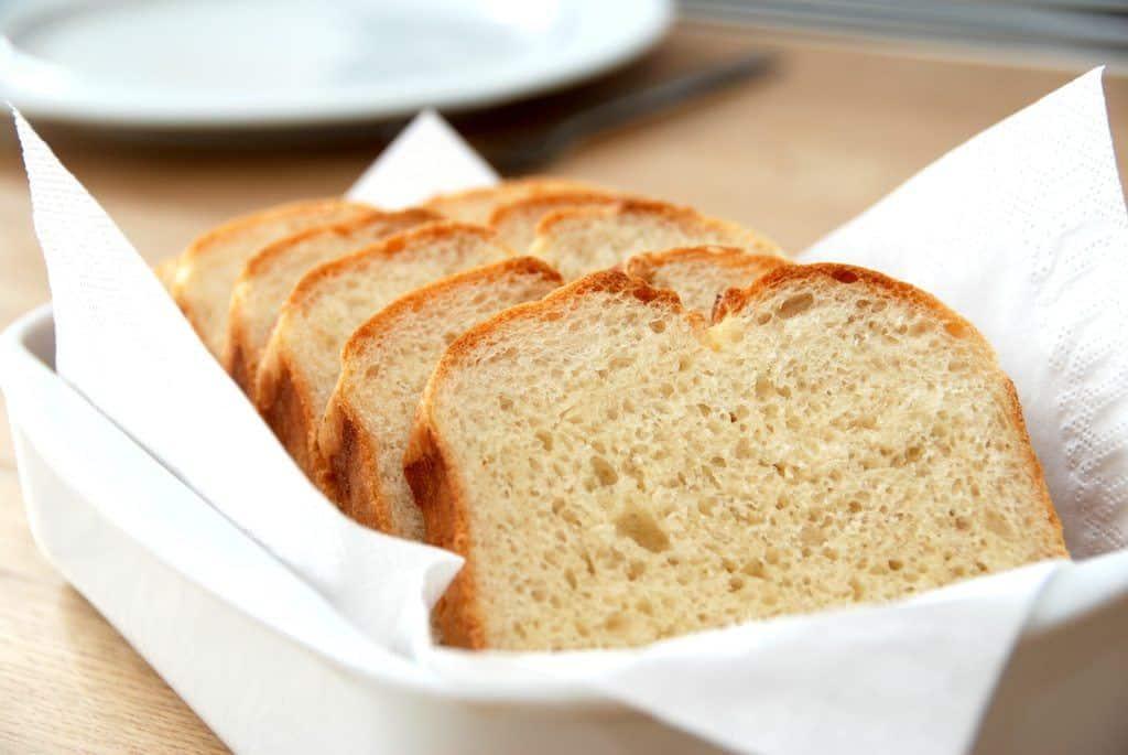 Lækkert og hjemmebagt franskbrød gør altid lykke. Foto: Guffeliguf.dk.