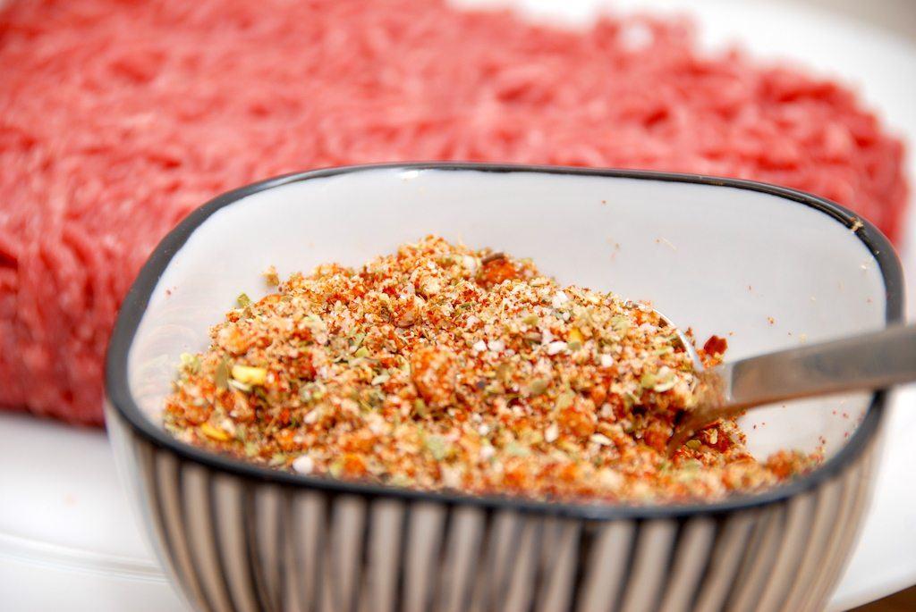 Hjemmelavet taco spice mix er bedre end de pulverbreve, som du køber i supermarkedet. Og det er meget nemt at lave din egen taco mix. Foto: Madensverden.dk.