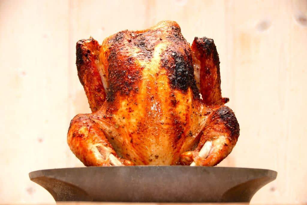 Kylling fra Sødam skal grilles lige godt en times tid i gasgrillen, og her er den lavet med min hjemmelavede marinade. Foto: Guffeliguf.dk.