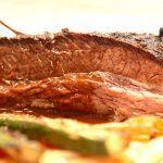 Langtidsstegt og braiseret oksespidsbryst er noget af det mest møre kød, som du overhovedet kan tilberede. Foto: Madensverden.dk.