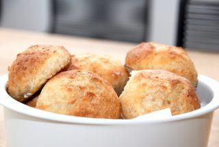 De bedste kuvertbrød, der bages af Manitoba hvedemel, og helt uden fedtstof. Foto: Guffeliguf.dk.