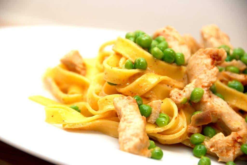Frisk pasta med kalkunstrimler er en meget hurtig, men lækker, ret til aftensmaden. Foto: Guffeliguf.dk.