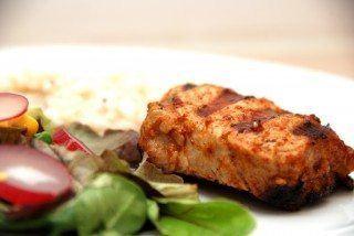 Grillede mørbradbøffer med chili tager få minutter at lave på grillen, og en god risotto med mælk passer perfekt til. Foto: Guffeliguf.dk.