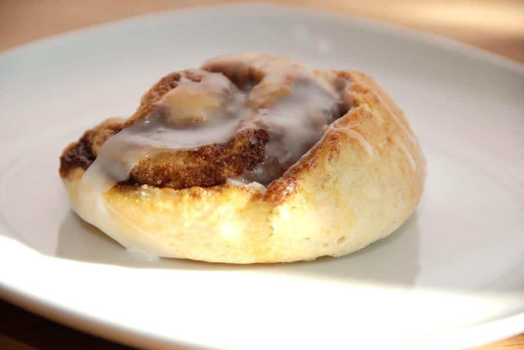 Kanelsnegle med bagepulver skal bages uden hævetid, og er derfor meget hurtige at bage. Foto: Guffeliguf.dk.