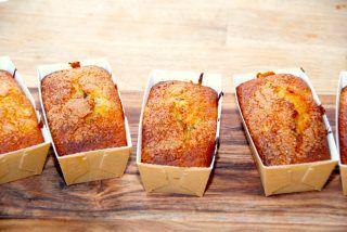 Muffins med banan og stykker af chokolade