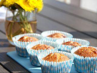 Muffins med rabarber er en rigtig sommerkage, der kan bages på meget kort tid. Foto: Madensverden.dk.