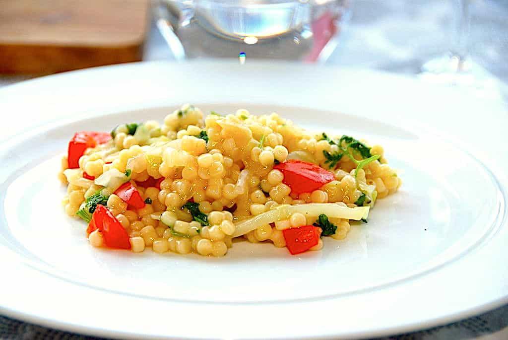 Couscous med spidskål og peberfrugt