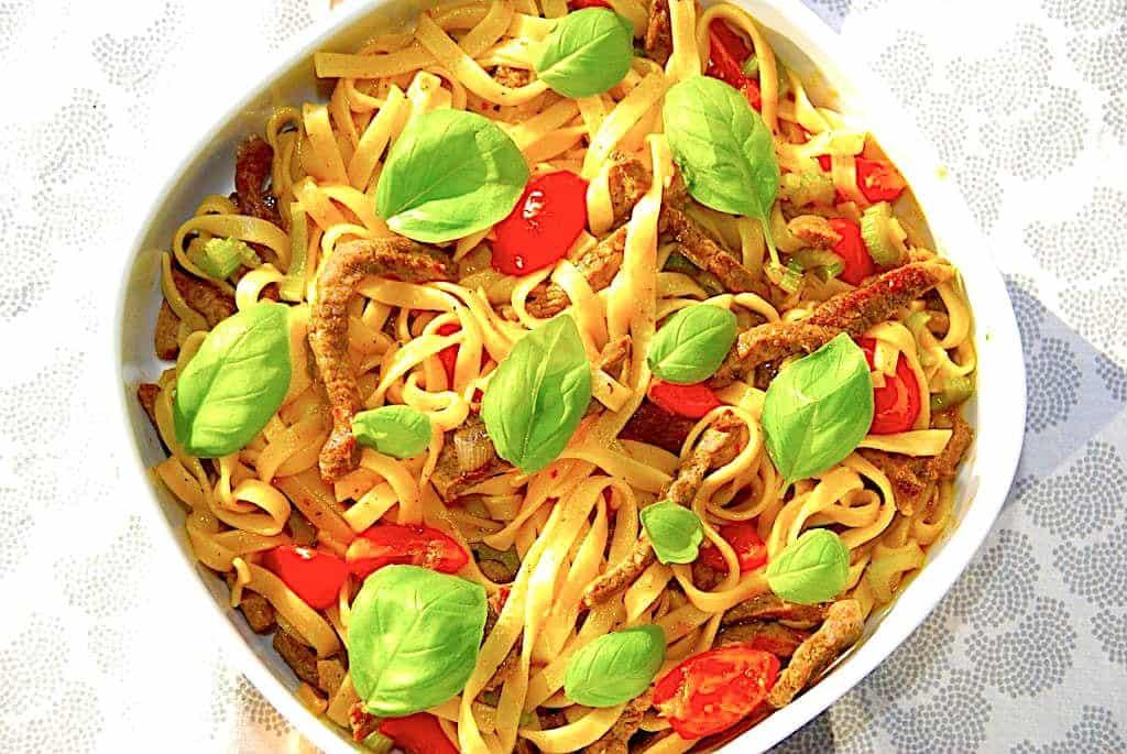 Pasta med oksestrimler (langtidstegt oksekød med chili)