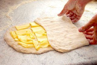 croissant smør foldning